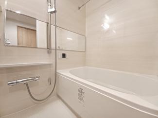 稲毛ファミールハイツ1号棟 雨の日でも洗濯物を乾燥できる浴室乾燥機付きです!