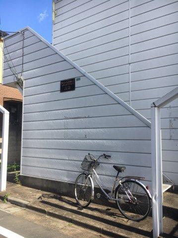 ドアチャイム、ドアスコープ、ドアチェーン有。シンプルで使いやすい玄関。※別部屋参考写真