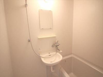 鏡付の洗面台あります