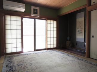 今は少なくなりましたが、本間の8帖の床付きの和室は季節や行事に応じたお軸を替えて楽しみたい方にピッタリ!また、ちょっと横になりたい時や来客用のお部屋としても使えて便利です。