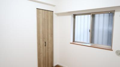 洋室にも窓があります♪