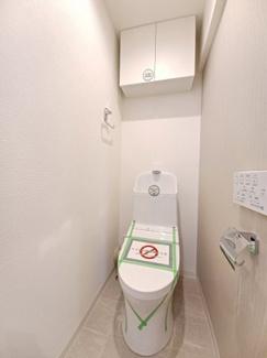 第三稲毛ハイツ26棟 吊戸棚が設置されているためトイレ用品の買い置きもできます!