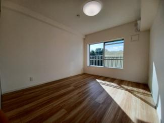 第三稲毛ハイツ26棟 約7帖の主寝室は陽当たり良好でゆったりとお使いいただけます!