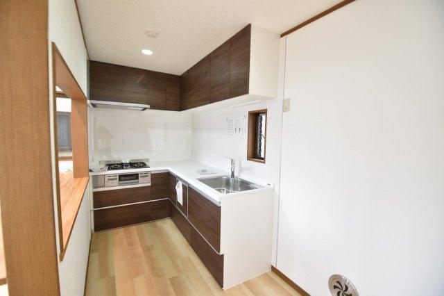 機能充実システムキッチンはとても収納豊富です。