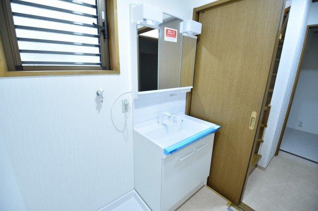 洗面化粧台も新規に交換済みです。