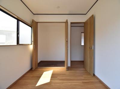 光をうまく取り入れた居室は、ワンランク上の自分時間を充実させる空間に。ここで過ごす時間が楽しみに。