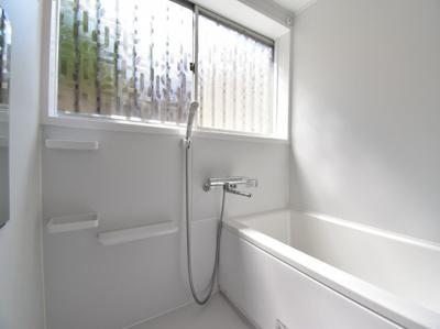 シンプルでスッキリとまとまったバスルームは、普段のお掃除も楽々。機能性と利便性を併せ持っています。