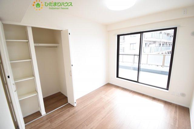 窓が大きく、明るい空間の居室です(*^-^*)