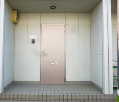 【エントランス】グレイシスコート庭代台 B