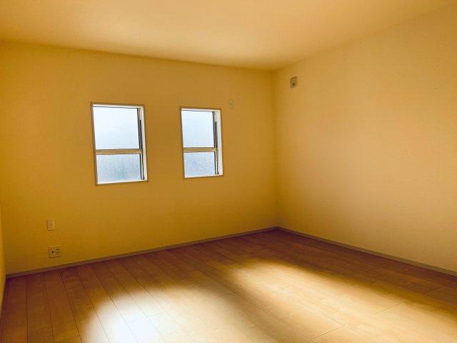【同仕様施工例】廊下にも収納箇所がございます。