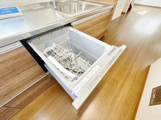 食後の後片付けに便利な食器洗浄乾燥機付きです