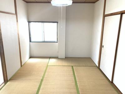 洋室だけでなく、和室もあり温かい空間です。