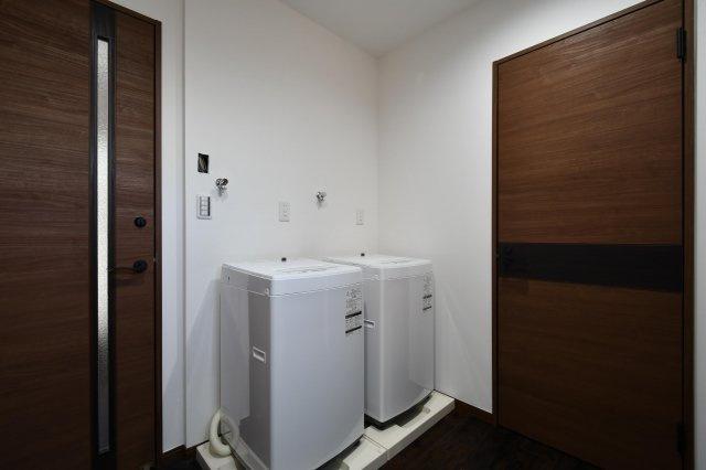洗濯機+乾燥機も付いています。毎日のお洗濯、乾燥も自由にご利用可能です。
