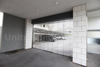 シャッター付き駐車場