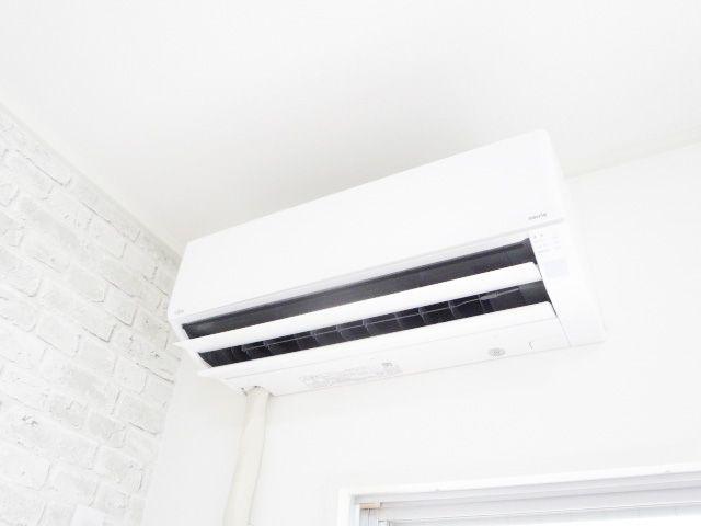 こちらのお部屋にはエアコンが設置されています。入居してすぐから快適に過ごしていただけます♪