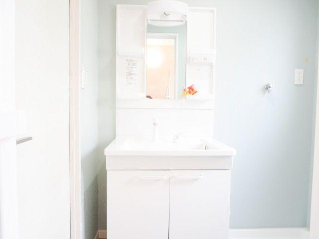 洗面台は既存品ですがきれいだったのでクリーニングをしてそのまま設置しています
