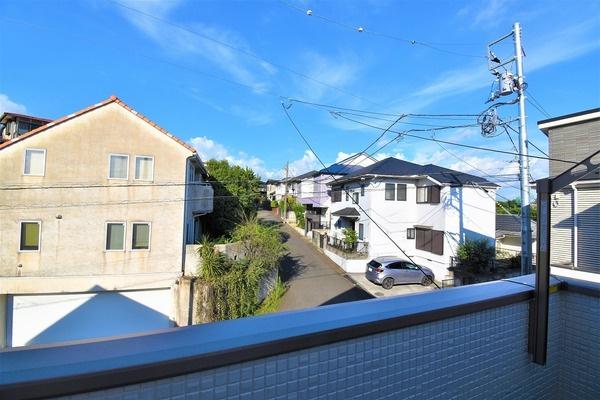 バルコニーからの眺望です さえぎる建物がなく日当り通風良好!