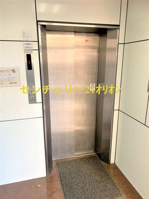 エレベーター完備のマンションです。