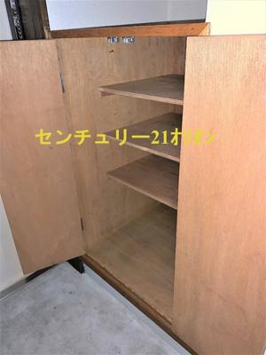 下段の広いシューズボックス