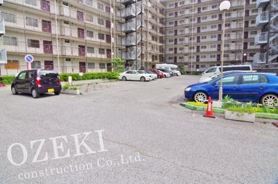 敷地内駐車場は5月現在空き無しです。