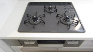 調理がはかどるグリル付き3つ口ガスコンロ