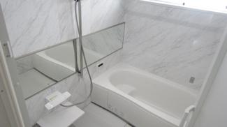 いろんな入浴の仕方ができる段付きの浴槽