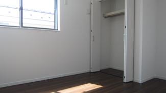 真ん中のお部屋 各居室収納付き
