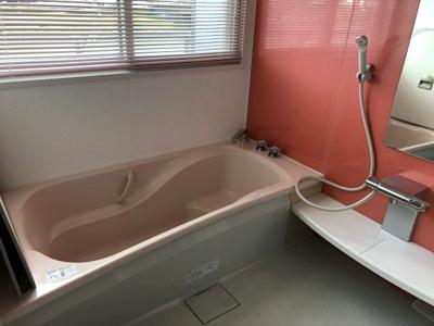 お風呂はとても広いです♪