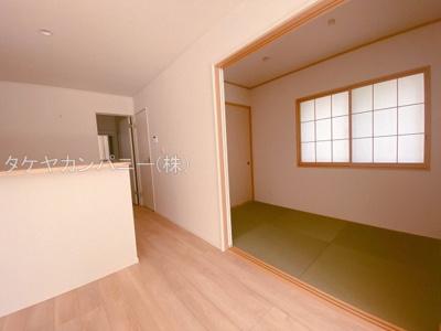 1号棟は4帖の和室。LDKと続き間になっているので開放感を感じる広さになります。ライフスタイルに合わせてご活用頂けますね。