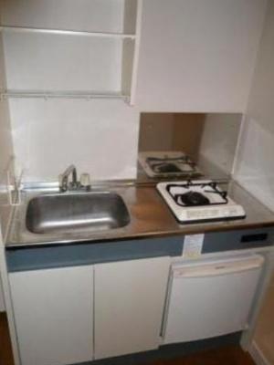 ミニ冷蔵庫付きのキッチンです