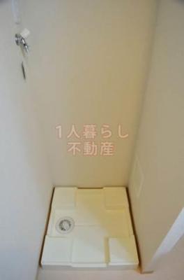 室内に洗濯機置場がございます。