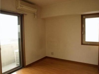 角部屋二面採光のお部屋です。