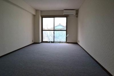 洋室8帖の御部屋です。