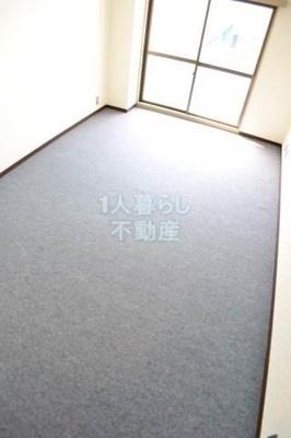 洋室8帖の御部屋です。 別室参照