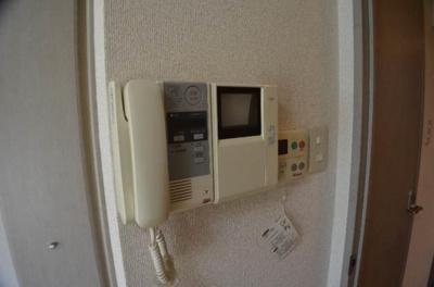 モニター付インターホン完備で安心。