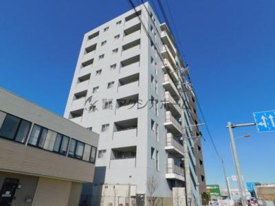 狭山市駅徒歩14分、専用バイクガレージが特徴のマンションです。