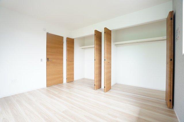 【同仕様施工例】クローゼット2ヶ所完備でご夫婦のお洋服もたっぷり収納できます!