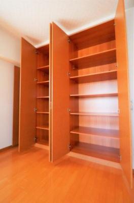 ◇洋室2部屋共にクローゼットがあり、収納には困りません!