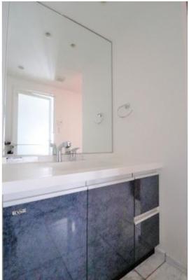 ◇大きな鏡と収納も充実♪