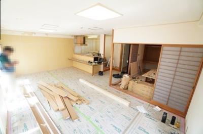 【約21帖リビングダイニング】 デザインリフォームされる予定の室内は 良い雰囲気になりそうです! リノベーションで付加価値をプラスし、 ただの『住まい』ではなく『癒しのある空間』 に仕上げる予定♪