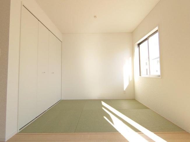 リビング:畳コーナー《 同社施工例 》現地見学や詳細は 株式会社レオホーム へお気軽にご連絡下さい。