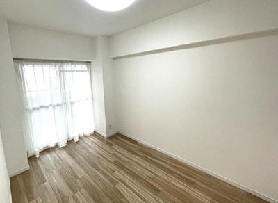 約5.6帖の洋室です!