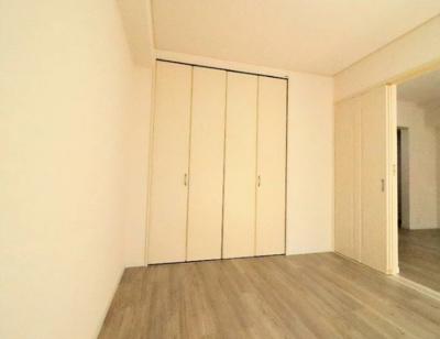 国分寺パークホームズの洋室です。