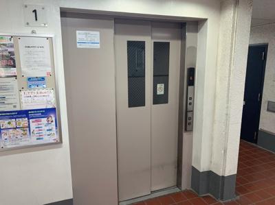 エレベーターです。他にも1台エレベーターがあります。