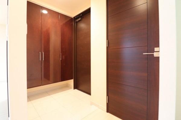 【玄関】広々とした玄関スペースです。