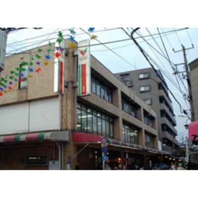スーパー「コモディイイダ東新町店まで408m」