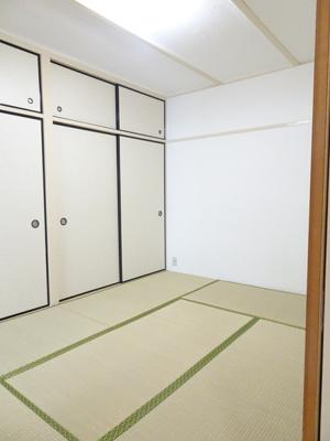 リビングと繋がり寛ぐ空間の和室!ゲストルームとして、お子様のお昼寝のお部屋として、
