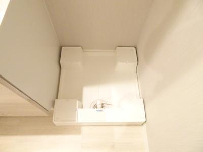 洗面台隣の洗濯機置場となります