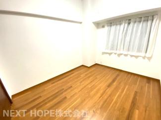 玄関横のサービスルーム5.5帖です♪室内は令和3年9月15日リフォーム完成しました(^^)お手入れ無しで即ご入居していただけます!
