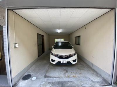 電動シャッター付ガレージ、大型車も駐車可♪